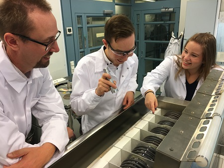Timo Hatanpää, Miika Mattinen and Katja Väyrynen next to an ALD reactor. At the ALD laboratory of the University of Helsinki in Kumpula, researchers have been developing chemical manufacturing methods for materials commercially used by businesses. Photo by Riita-Leena Inki