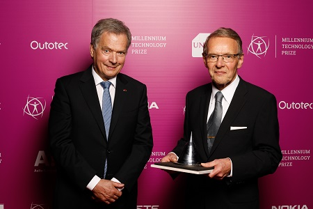President of the Republic of Finland Sauli Niinistö & Dr. Tuomo Suntola. Photo: Technology Academy Finland.